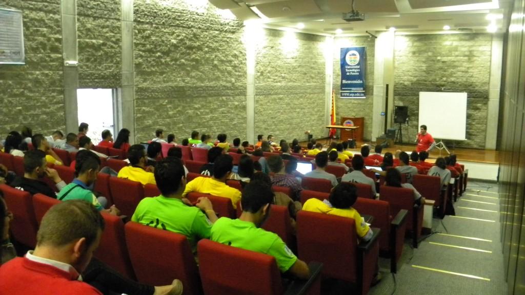 Fotografía de los Asistentes a la Charla de Andrés Felipe, Creador de Wingz