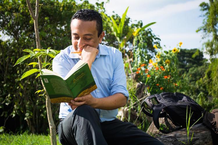 Jose Miguel Docente de la Universidad Tecnológica de Pereira, Habla Más de 15 Idiomas