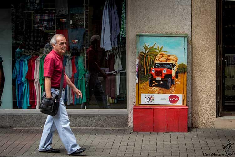 Pintura de un Jeep y Transeúnte Por las Calles de Pereira